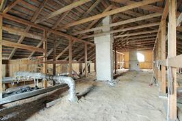 Päärakennus rakentamaton yläkerta