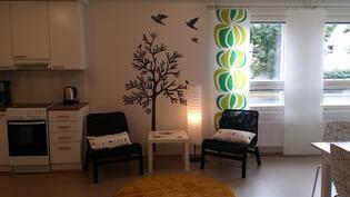 Asukkaiden käytössä yhteinen kerhohuone, jonka voit varata myös vaikka omia juhliasi varten