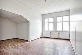 Makuuhuone alkovilla toisessa kerroksessa