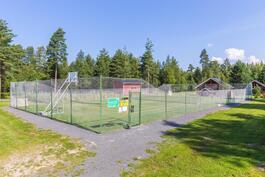 Vuokrattavissa oleva tenniskenttä