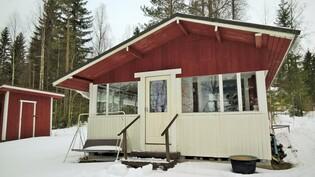 Rantamökki jossa sauna, keittonurkkaus, makuusoppi ja lasitettu terassi