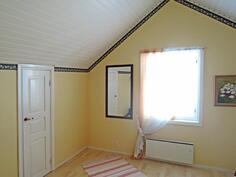yläkerran keskimmäinen makuuhuone