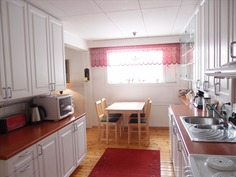 tyylikäs vaalea keittiö