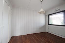 Pienemmän asunnon päämakuuhuone