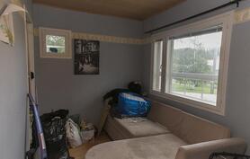 3 makuuhuone jossa vaatehuone.