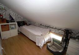 makuutila yläkerrassa