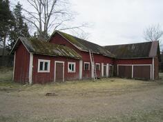 Vanha navetta ja sauna