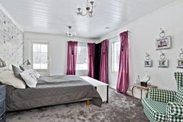 Talo B, Master Bedroom, kulku walk-in-closet'iin