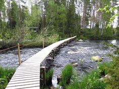Kesäisin käytössä oleva silta