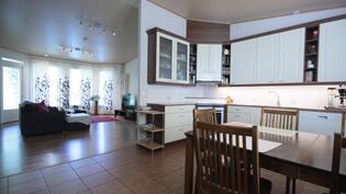 Keittiö + olohuone