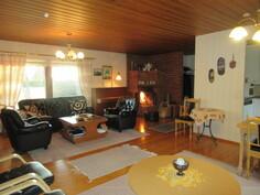 Talossa on puulämmitteinen mainio tiilitakka ja käyttövesiputket ovat pinnassa!