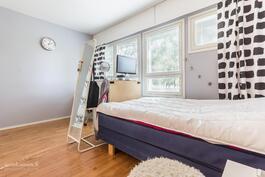 Makuuhuone 2 - tilava huone