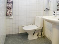 Eteisen erillinen WC