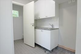 kodinhoitohuone ja toinen wc