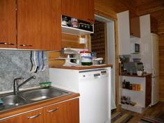 keittiössä on riittävät kodinkoneet, osuuskunnan vesijohto ym