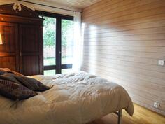 vaaleasävyinen makuuhuone