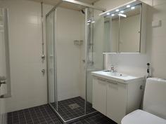 juuri uusittu kylpyhuone / wc