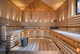 Tilava sauna, nopea yhteys paljuun & terassille