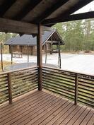 Näkymä saunarakennuksesta päärakennukselle