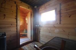 Sauna, suihku ja pukeutumistila