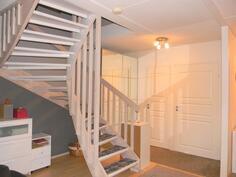 Vaaleaksi käsitellyt portaat