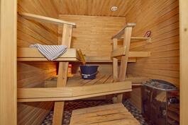 Iso sauna.