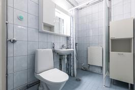 Kylpyhuoneessa paikka myös pyykinpesukoneelle