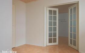 Kaunis sisäänkäynti alakerran huoneeseen