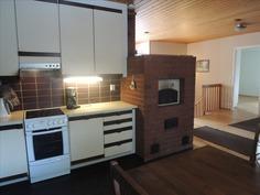 Keittiön ja olohuoneen välissä leivinuuni