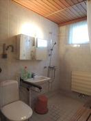 Tilava kylpyhuone/wc