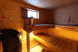 Sauna (alimmaisessa kerroksessa)