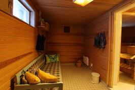 Saunaosaston pukuhuone (alimmaisessa kerroksessa)