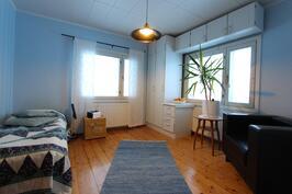 Huone 3 (yläkerrassa)