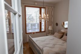 Kaunis makuuhuone odottelee nukkujia