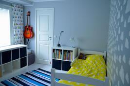 Makuuhuoneessa vaatehuone