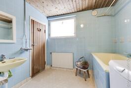 iso kylpyhuone ammeella