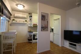 Olohuone, keittiö, ruokailutila