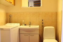 Erillinen wc, jossa ppk-liitäntä