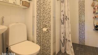 Pesutilat ja WC yläkerrassa