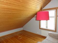 Yläkerran huone 2
