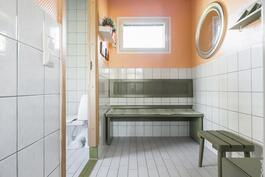 Pesutilojen pukuhuone