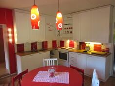 KOHDE VAPAUTUU NOPEASTI! Päärakennuksen käytännöllinen keittiö uusittu ...