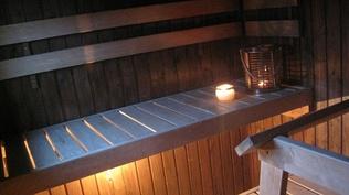 Talon sauna- ja kylpyhuonetilat uusittu sähkötoimisin lattialämmityksin v. 2003, jolloin on myös ...