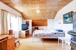 Yläkerran makuuhuoneesta käynti näköalaparvekkeelle