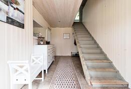 portaat eteisestä yläkertaan