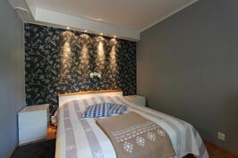 Keskikerroksen makuuhuone 1
