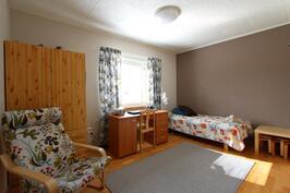 Keskikerroksen makuuhuone 2
