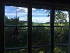 Lapinjärvi näkyy kuistin ikkunasta