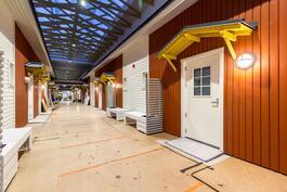 Sisäänkäynti asuntoihin / Ingång till lägenheter