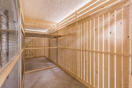 Todella tilavat asuntokohtaiset säilytyskomerot / Verkligen rymliga lägenhetsvisa förråd